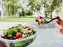 Alimentação e hidratação: veja como manter desempenho e saúde no verão