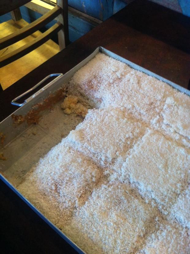 Aprenda: bolo de coco molhadinho é sucesso