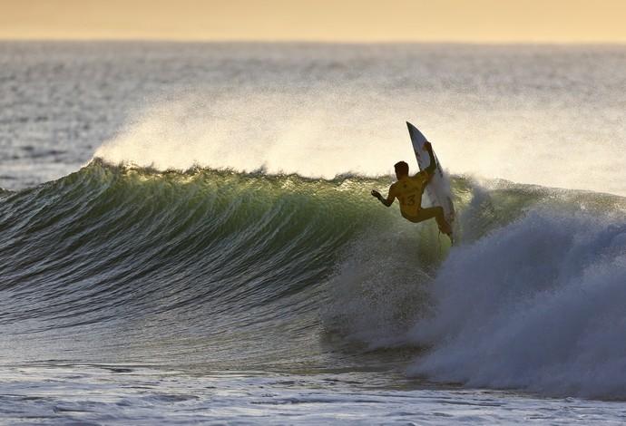 Adriano de Souza, o Mineirinho, em ação na 2ª fase da etapa de Jeffreys Bay (J-Bay) Mundial de Surfe (Foto: WSL / Cestari)