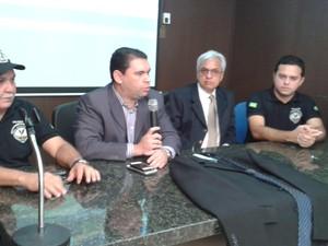 Delegado Geral James Guerra apresenta o resultado da operação.  (Foto: Gilcilene Araújo/G1)