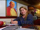 Fiel diz ter sido curada de doença fatal após rezar para o Papa João Paulo II