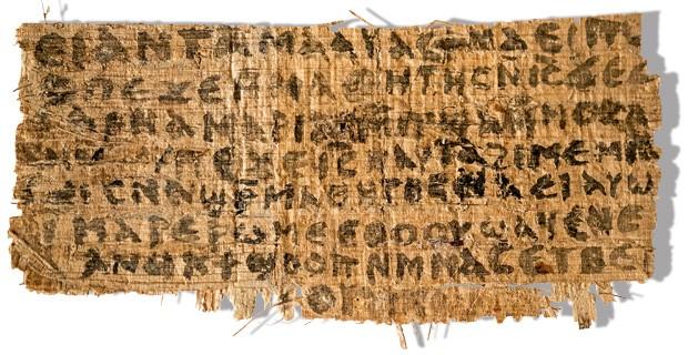 """NOVO MISTÉRIO Reprodução do papiro recém-descoberto em que o trecho """"minha mulher"""" é atribuído a Jesus. Testes da tinta usada dirão se o fragmento escrito em copta é autêntico (Foto: Harvard University, Karen L. King/AP)"""
