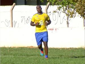 Eraldo é um dos reforços na defesa do Palmas para o Tocantinense 2015  (Foto: Reprodução/TV Anhanguera)