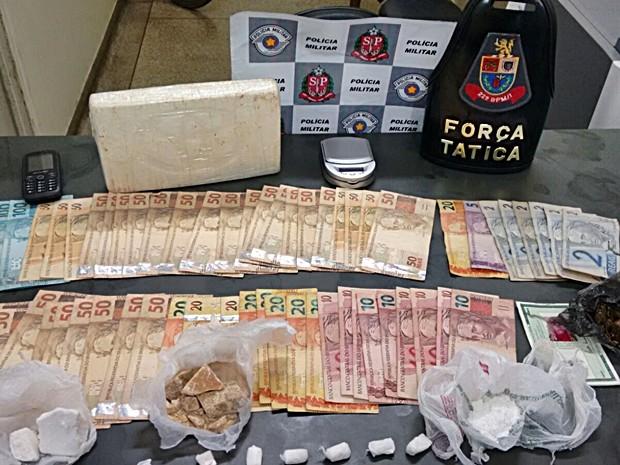 Suspeitos responderão por crime de tráfico de entorpecentes (Foto: Divulgação/Polícia Militar de Itapetininga)