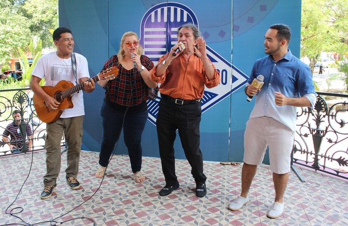 Jurados cantaram sucesso de Nunes Filho (Foto: Katiúscia Monteiro/ Rede Amazônica)