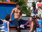 Quanta saúde! Bruno Gissoni esbanja boa forma em gravação na praia
