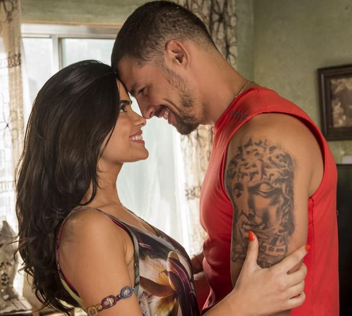 Vanessa Giácomo e Cauã Reymond posam como Tóia e Juliano, o casal de protagonistas de A Regra do Jogo (Foto: João Cotta/ Globo)