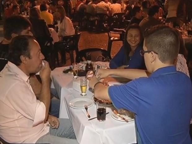 Equipes fiscalizam bares em Marília e em 37 cidades da região  (Foto: Reprodução / TV TEM)