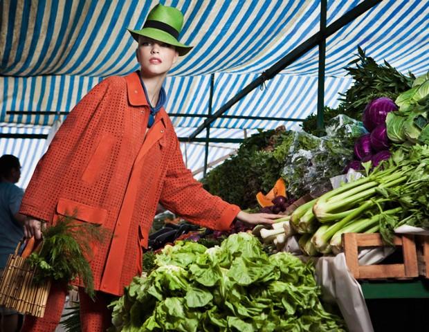Rhaisa Batista no editorial Feira Livre, da Vogue Brasil de março de 2011 (Foto: Eduardo Rezende/Vogue Brasil)