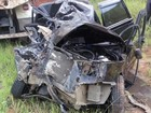 Jovem morre após carro bater em caminhão em Redenção da Serra, SP