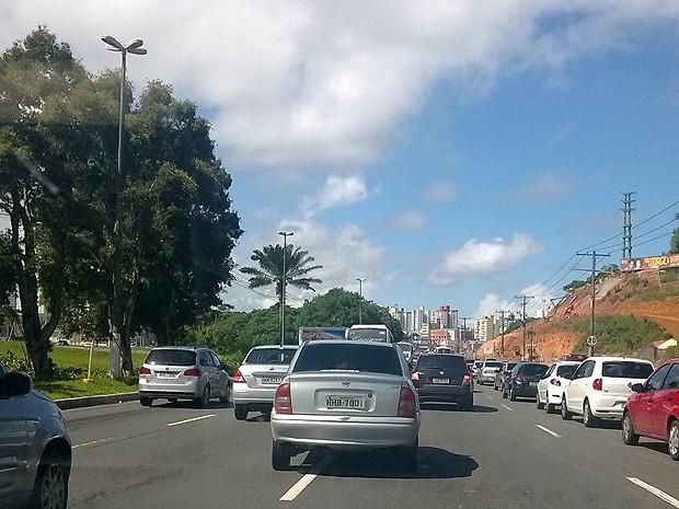 Ba-Vi deixa trânsito lento na Avenida Paralela, em Salvador (Foto: Raphael Carneiro/Globoesporte.com)