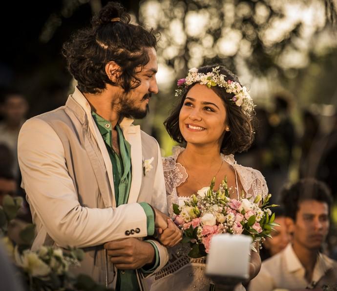 Miguel e Olívia festejam com seus convidados (Foto: Inácio Moraes/ Gshow)