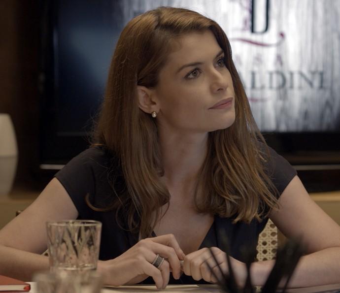 Lívia assume a empresa no lugar da mãe (Foto: TV Globo)