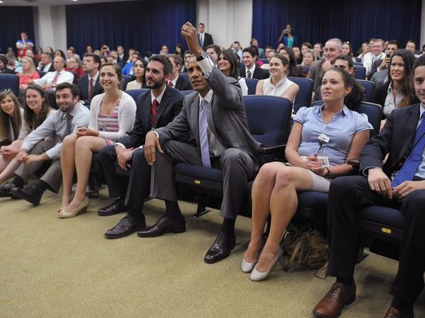 Obama assiste o jogo da seleção dos EUA em Washington, próximo da Casa Branca (Foto: Mandel Ngan/AFP)