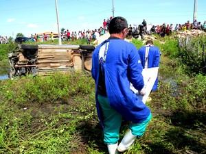 IML de Parnaíba fez remoção do corpo (Foto: Daniel Santos/Proparnaíba)