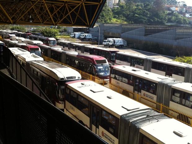 Operação no Terminal Capelinha também foi interrompida (Foto: Letícia Macedo/G1)