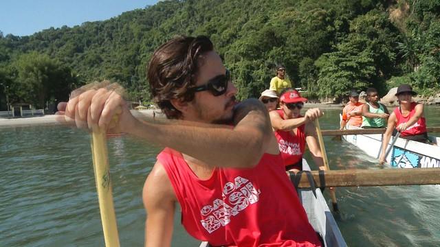 Canoa havaiana como atividade física. (Foto: Reprodução / TV Tribuna)