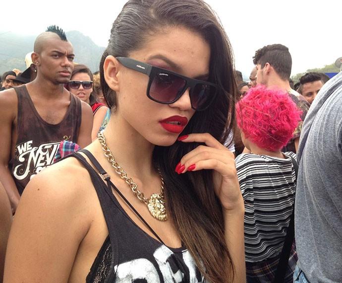 Samia veio do Maranhão para o show de Rihanna e arrasou no bocão vermelho a cara da cantora (Foto: Gshow)