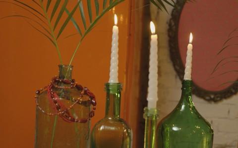 Veja dicas de como reutilizar garrafas de vidro na decoração da sua casa