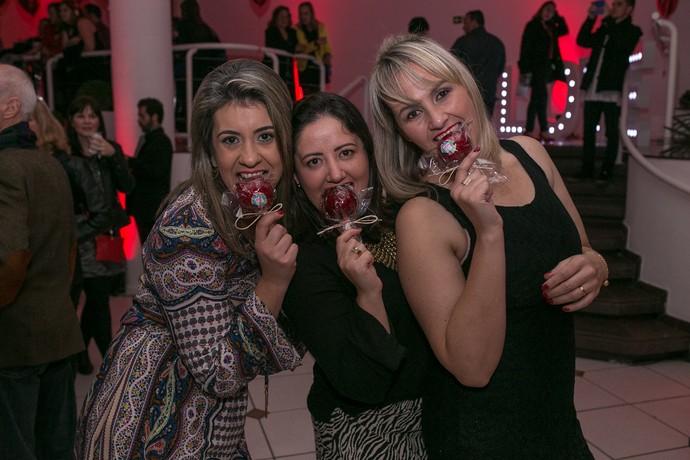O amor contagiou os corações na festa das solteiras do Clube da Alice (Foto: Luiz Renato Correa/RPC)