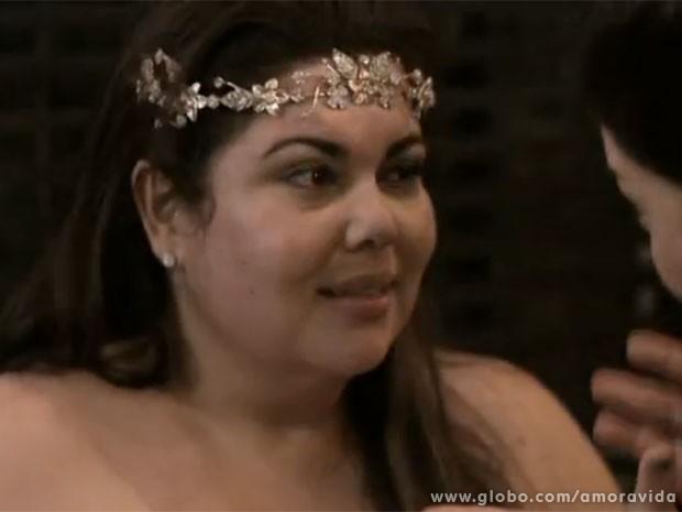 Perséfone chega até a pensar em adiar a primeira noite com Daniel (Foto: Amor à Vida/TV Globo)