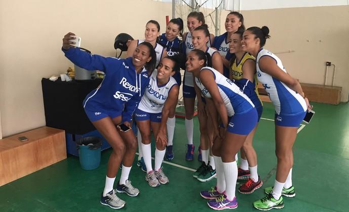 Jogadoras Rio de Janeiro selfie (Foto: João Gabriel Rodrigues)