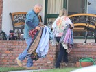 Família de Paul Walker leva pertences do ator para a casa do pai