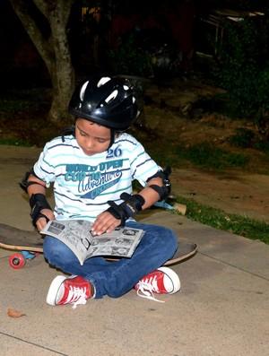 Otto skatista de 6 anos no Acre (Foto: Nathacha Albuquerque)