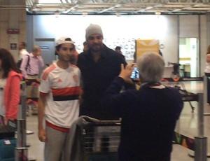 Adriano Embarque Rio de Janeiro (Foto: Divulgação)