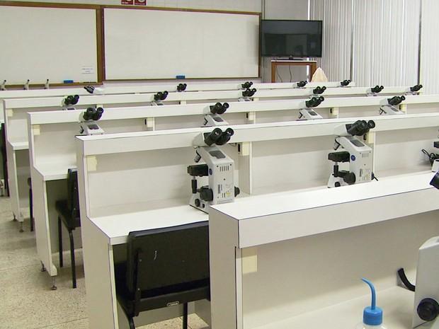 Campus da PUC de Poços de Caldas (MG) já se preparava para iniciar o primeiro ano do curso de Medicina (Foto: Reprodução EPTV)