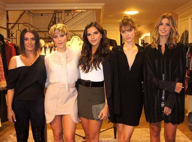 Cleo Pires, Isabella Santoni, Mariana Rios, Laura Neiva e Anna Fasano  (Foto: Agnews)