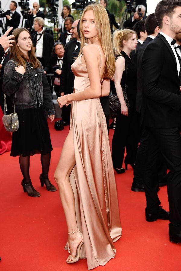 Ruiva é confundida com Marina Ruy Barbosa em Cannes (Foto: Getty Images)
