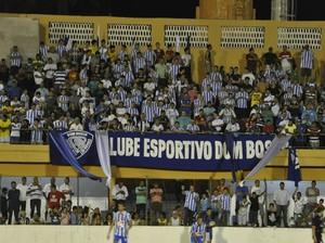 Torcida do Dom Bosco marcou presença no retorno do Azulão (Foto: Christian Guimarães)