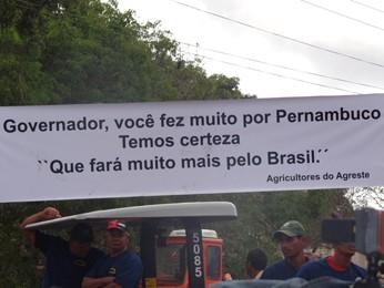 Faixa demonstra apoio a Eduardo Campos no interior de PE (Foto: Renan Holanda / G1)