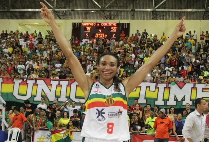 Ala maranhense Iziane Castro foi eleita a melhor jogadora da finais da LBF 2015/2016 (Foto: De Jesus / O Estado)