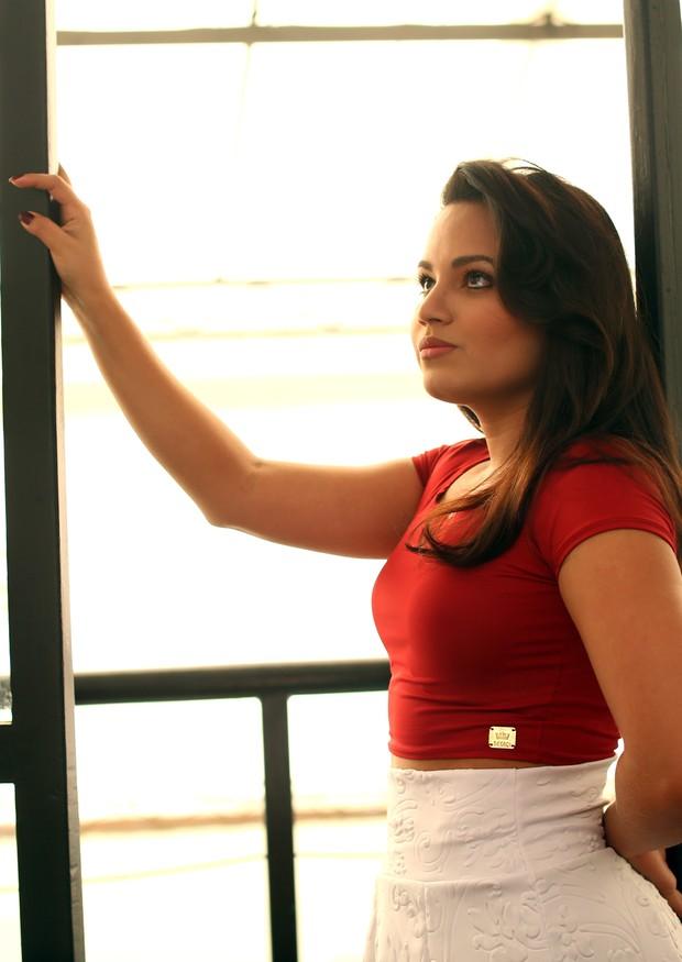 Natália Sarraf posa para o EGO (Foto: Iwi Onodera/EGO)