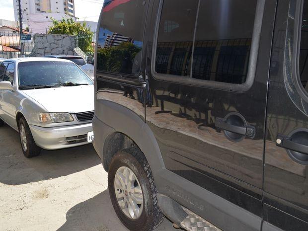 Operação resultou na apreensão de dois veículos e quatro armas (Foto: Marina Fontenele/G1)