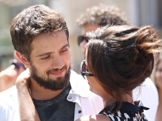 Clara anuncia casamento com Vicente na frente de todos e deixa Cristina e Enrico bolados (Foto: Carol Caminha/ Gshow)