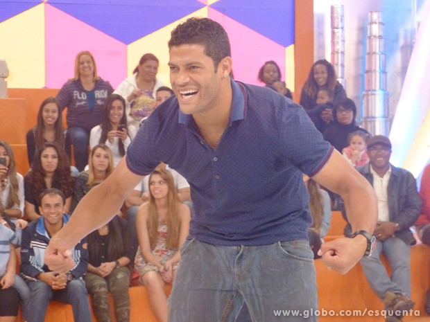 Brazilian TV show Esquenta measures Hulks bum, comes in at a massive 111cm