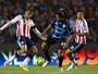 Com Ronaldinho apagado, Querétaro vence com golaço aos 45 do 2º tempo