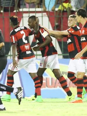 Juan celebrou muito o gol marcado (Foto: Gilvan de Souza)