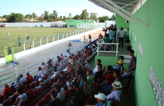 Estádio Deusdeth de Melo, inaugurado com 'padrão Fifa' (Foto: Josiel Martins)