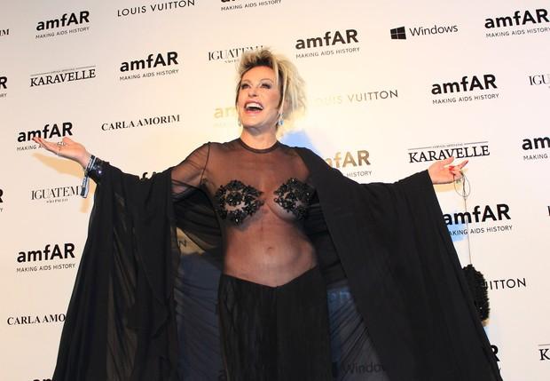 Ana Maria Braga no baile de gala da amfAR (Foto: Celso Tavares / EGO)