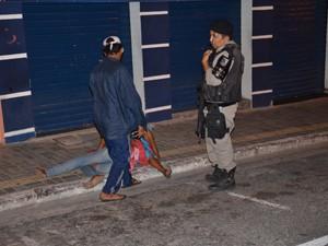 Moradores de rua são esfaqueados por 'pura maldade' no Centro de João Pessoa, segundo a polícia  (Foto: Walter Paparazzo/G1)