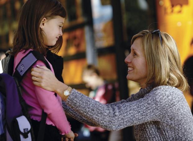 Escola; aluna; mãe; despedida;  (Foto: Thinkstock)
