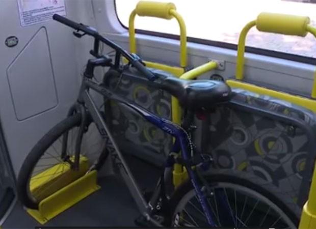 Ônibus vai transportar bicicletas em São Paulo (Foto: TV Globo/Reprodução)
