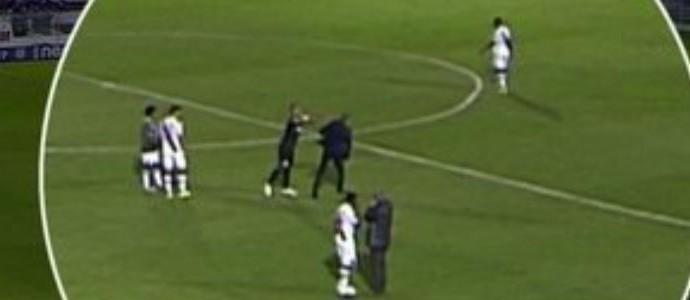 Rodrigo empurra Milton Mendes (Foto: reprodução/vídeo)