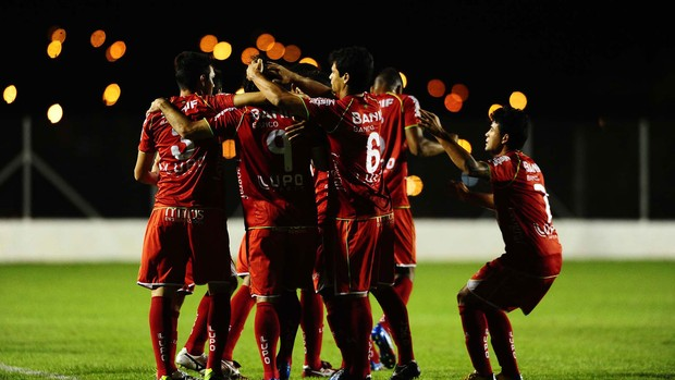 Diego Viana gol Portuguesa (Foto: Marcos Ribolli / Globoesporte.com)