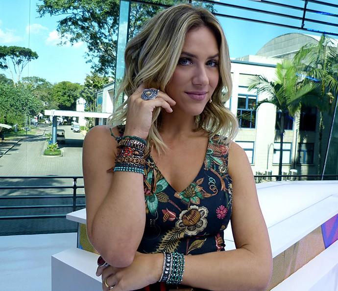 Giovanna Ewbank mistura modelos de pulseiras diferentes (Foto: Brunella Menezes / Gshow)