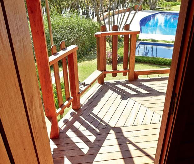 casa-na-arvore-madeira-eucalipto-reflorestamento-ricardo-brunelli-deque-piscina (Foto: Victor Affaro/Editora Globo)